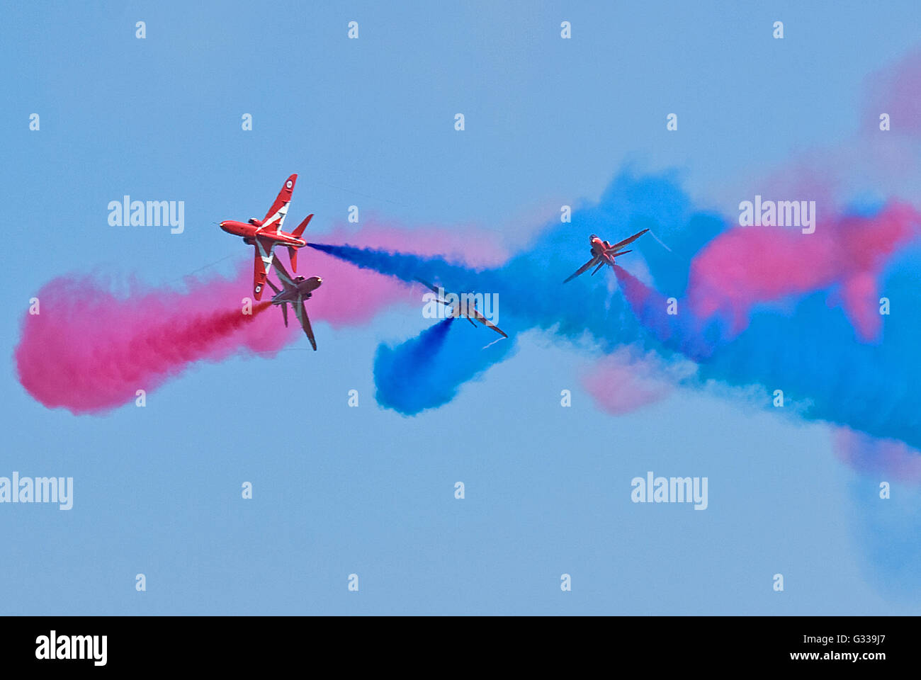 RAF Red Arrows Gypo section close their display with the dramatic 'Gypo Break'. - Stock Image