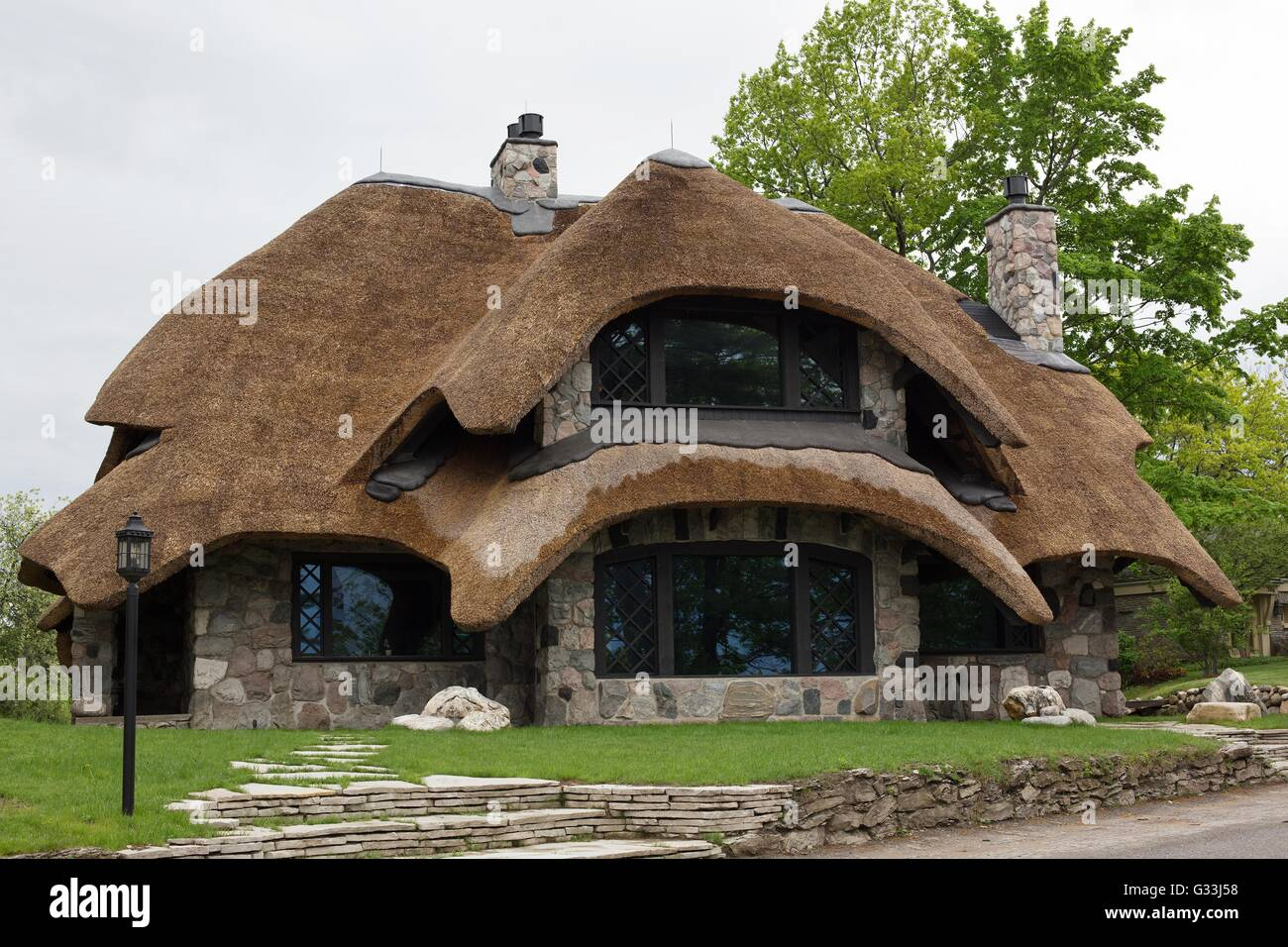 A mushroom house in Charlevoix, Michigan, USA, designed and built by Earl Young. - Stock Image