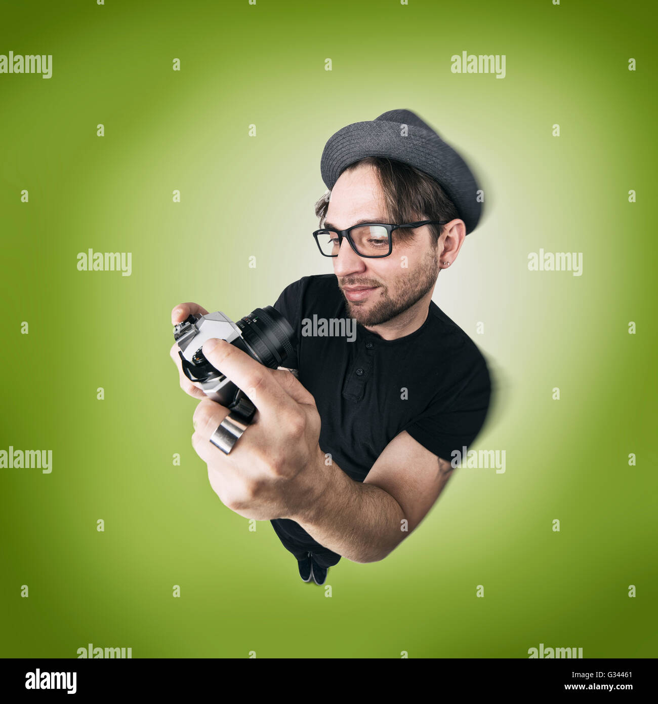 Funny Man with hat and photocamera selfie laugh looks like caricature of himself - Stock Image