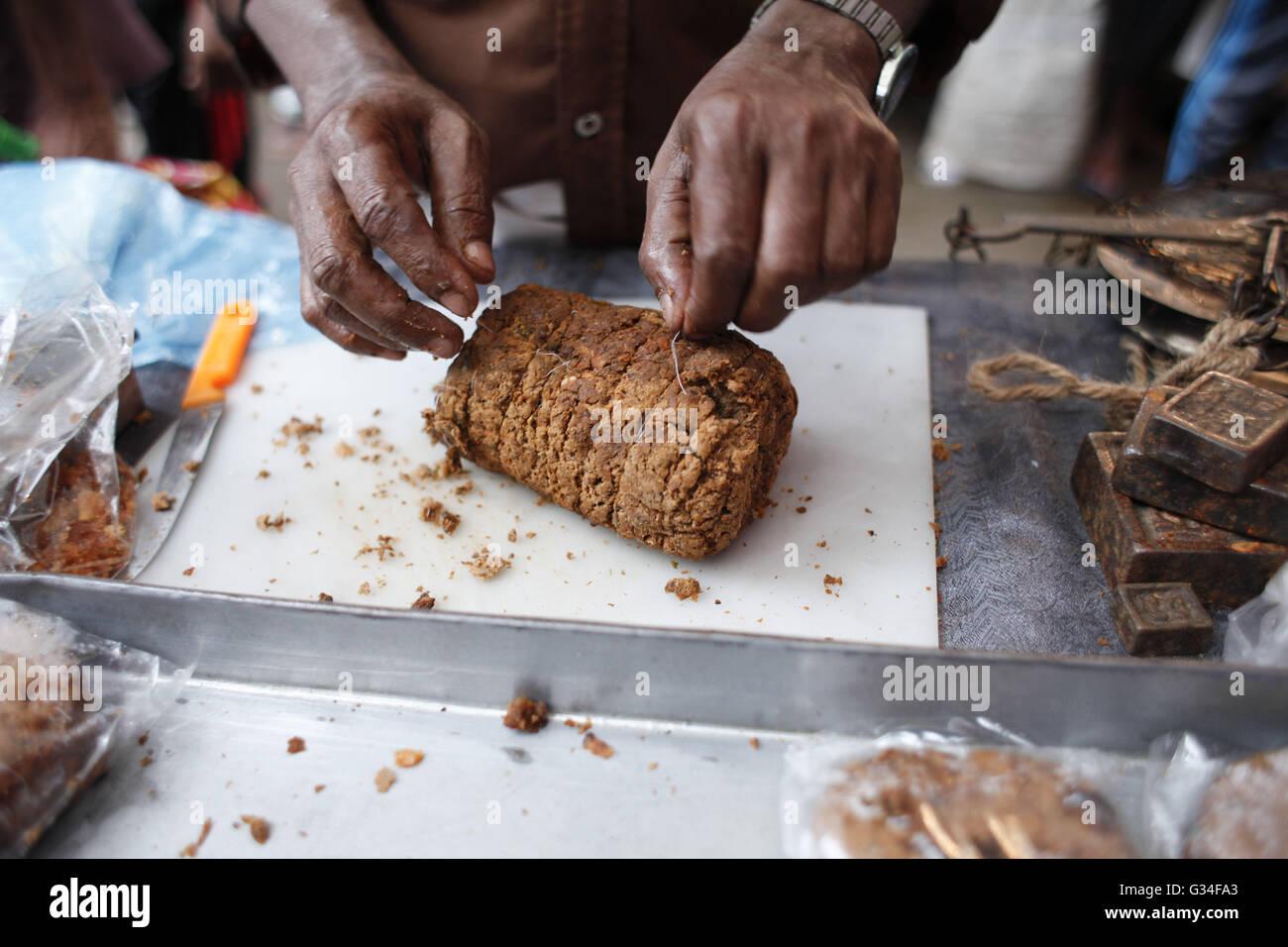 Dhaka bangladesh 7th june 2016 on the first day of muslim dhaka bangladesh 7th june 2016 on the first day of muslim fasting month of ramadan a bangladeshi vendor sells iftar at chawk bazar dhaka bangladesh forumfinder Images