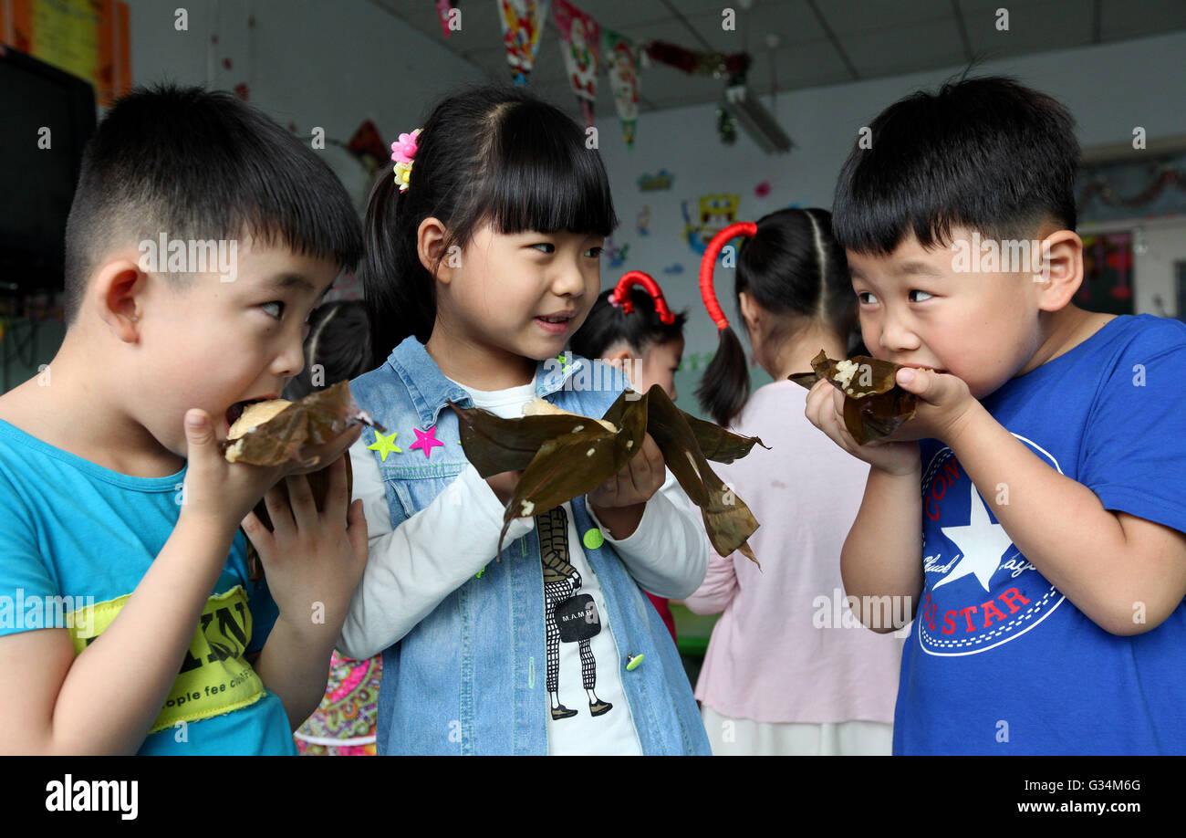 Mark Reed Stock Photos Images Alamy Jiahe Nose Up Zaozhuang Chinas Shandong Province 8th June 2016 Li Qingji L