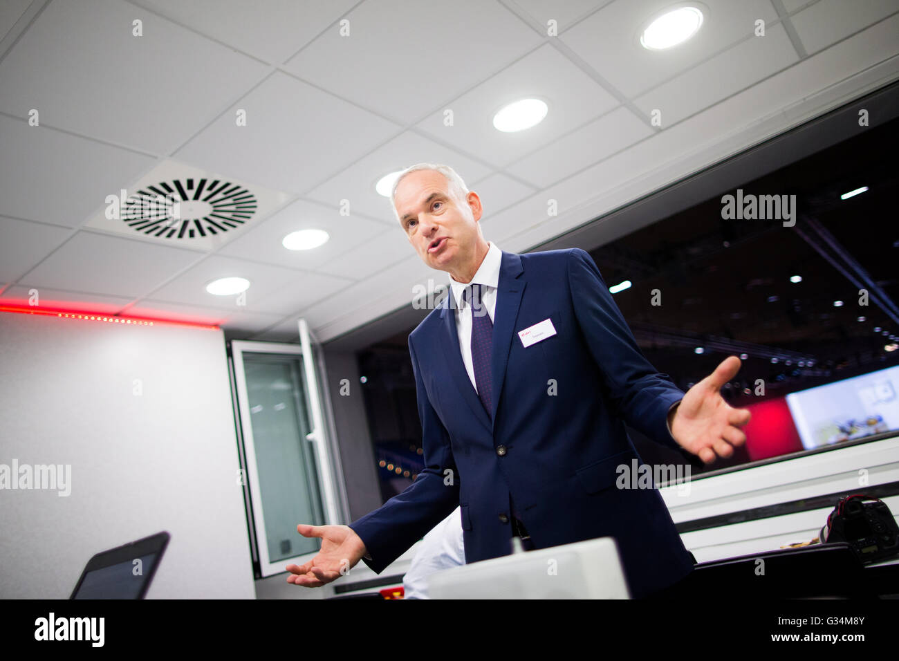 Essen, Germany. 8th June, 2016. Johannes Teyssen, CEO of energy comapny eon, talks to journalists at the company's Stock Photo