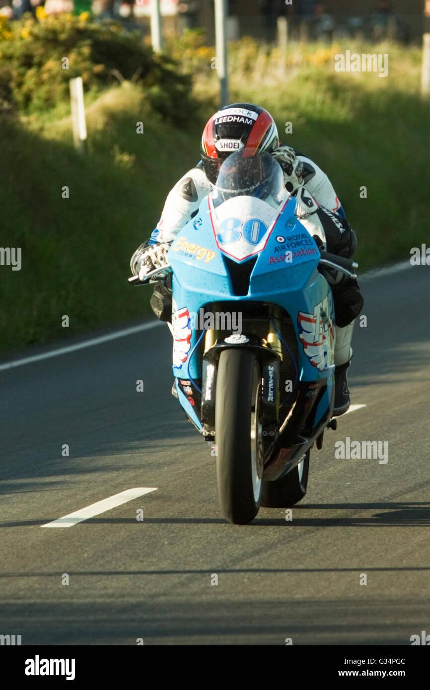 isle-of-man-tt-race-2016-honda-supersport-motorbike-number-80-ridden-G34PGC.jpg