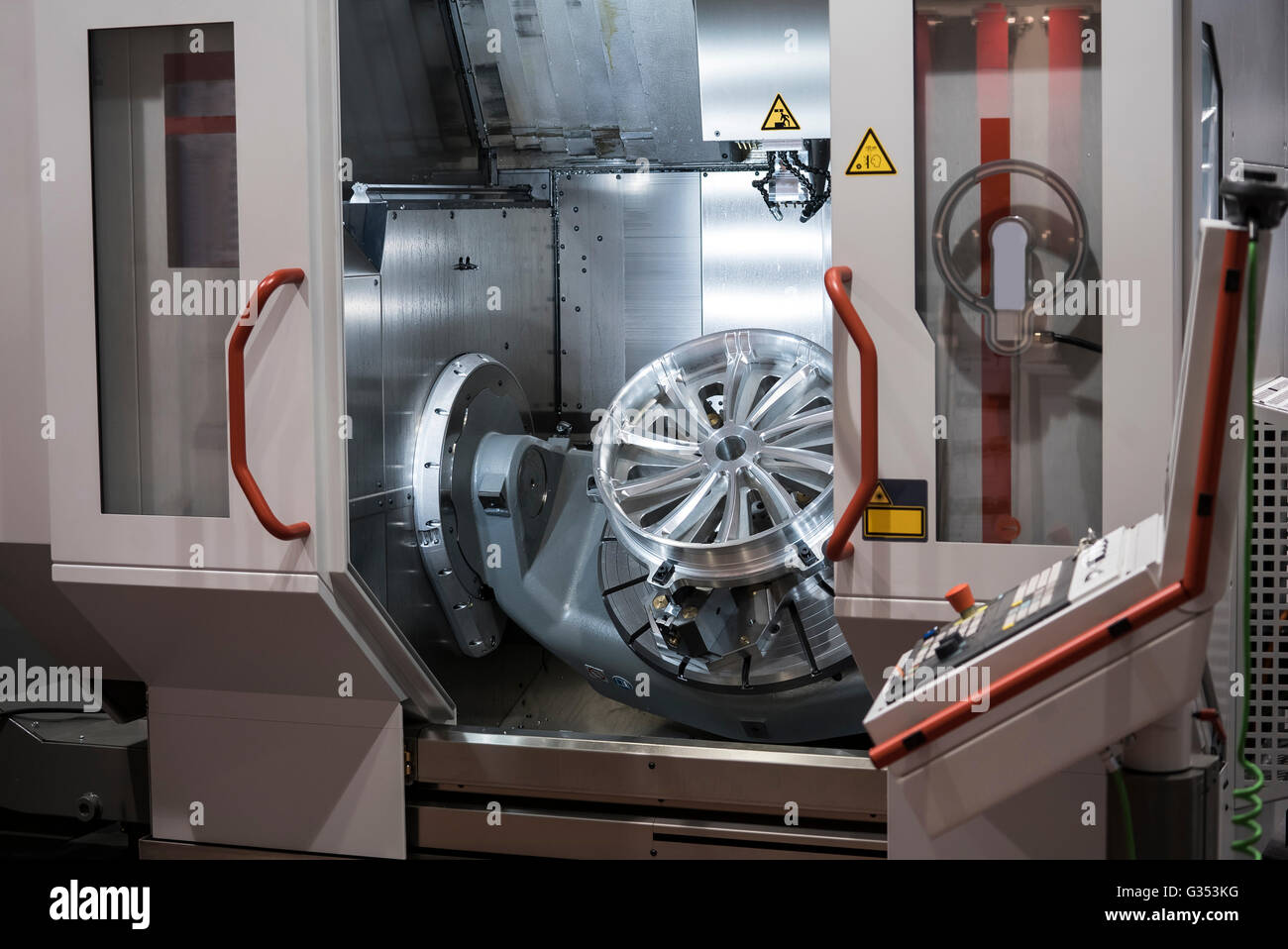 High-performance 5-axis CNC machining centre - Stock Image