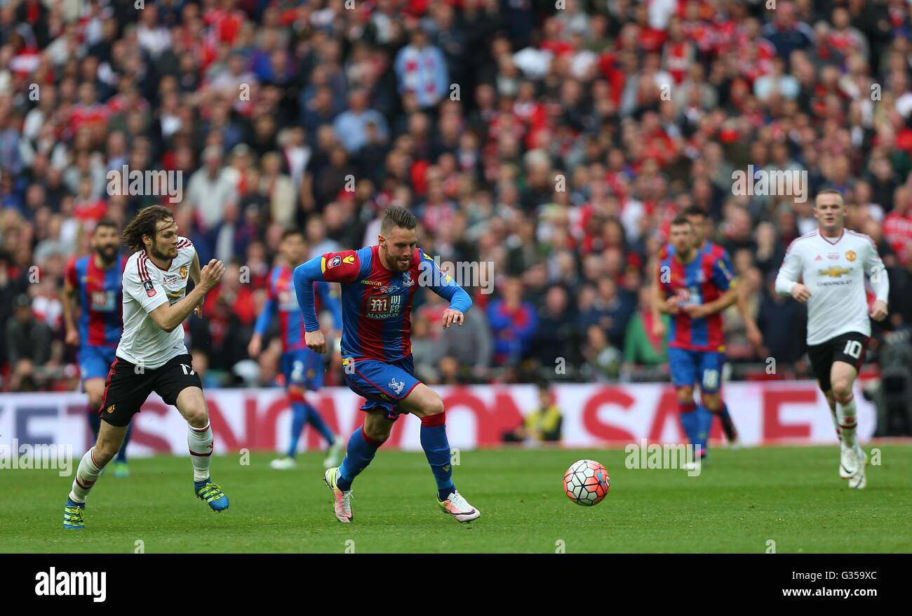 Crystal Palace's Connor Wickham makes a break  during the Emirates FA Cup Final between Crystal Palace and Manchester - Stock Image