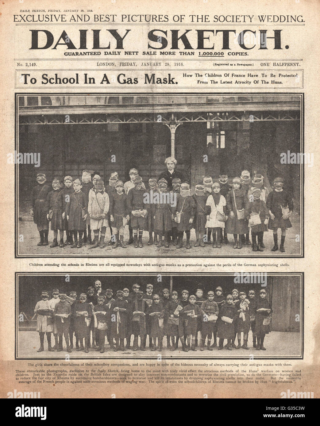 1916 Daily Sketch front page French schoolchildren wearing gas masks in Rheims - Stock Image