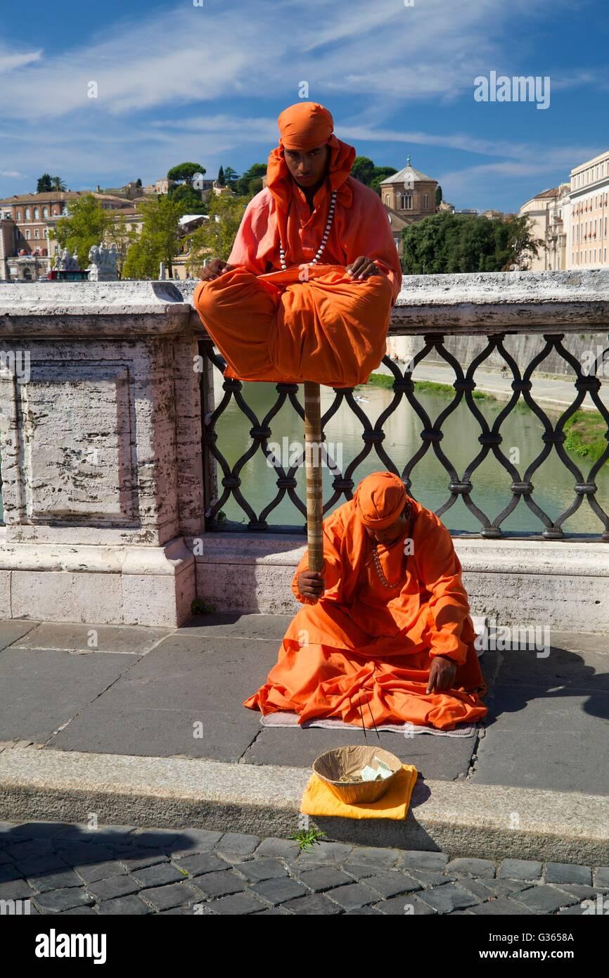 Street entertainers on bridge Ponte Sant'Angelo,  Rome, Italy, Europe - Stock Image