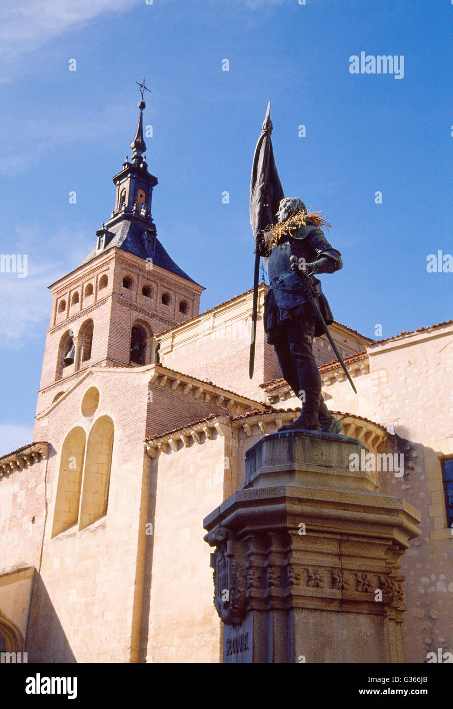 Juan Bravo monument and San Martin church. Segovia, Spain. - Stock Image