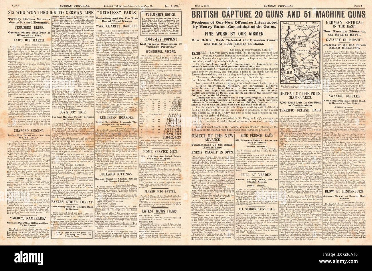 1916 Sunday Pictorial pages 2 & 3 French troops advance on the Somme - Stock Image