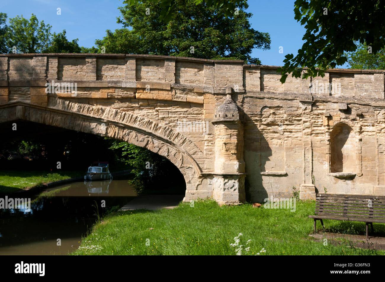 Solomon`s Bridge, Grand Union Canal, Cosgrove, Northamptonshire, England, UK - Stock Image