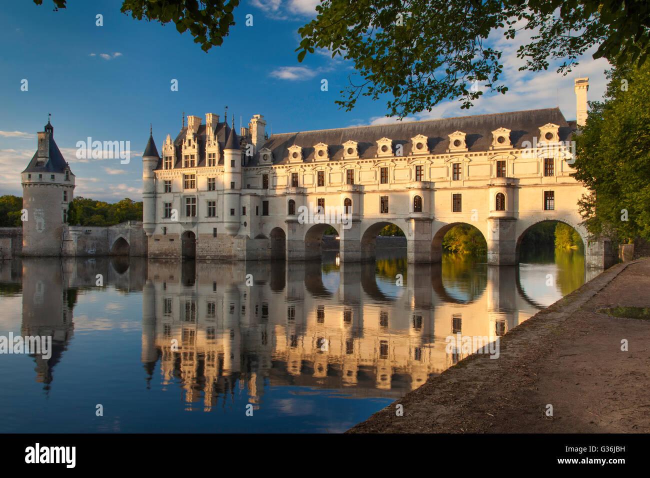Evening sunlight on Château de Chenonceau and River Cher, Indre-et-Loire, Centre France Stock Photo