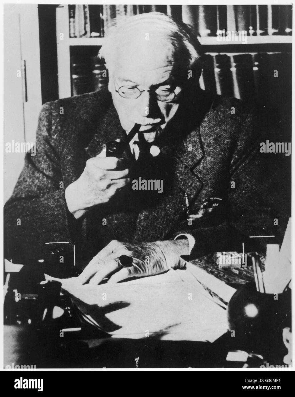 Carl Gustav Jung (1875-1961) Swiss psychologist at his desk - Stock Image
