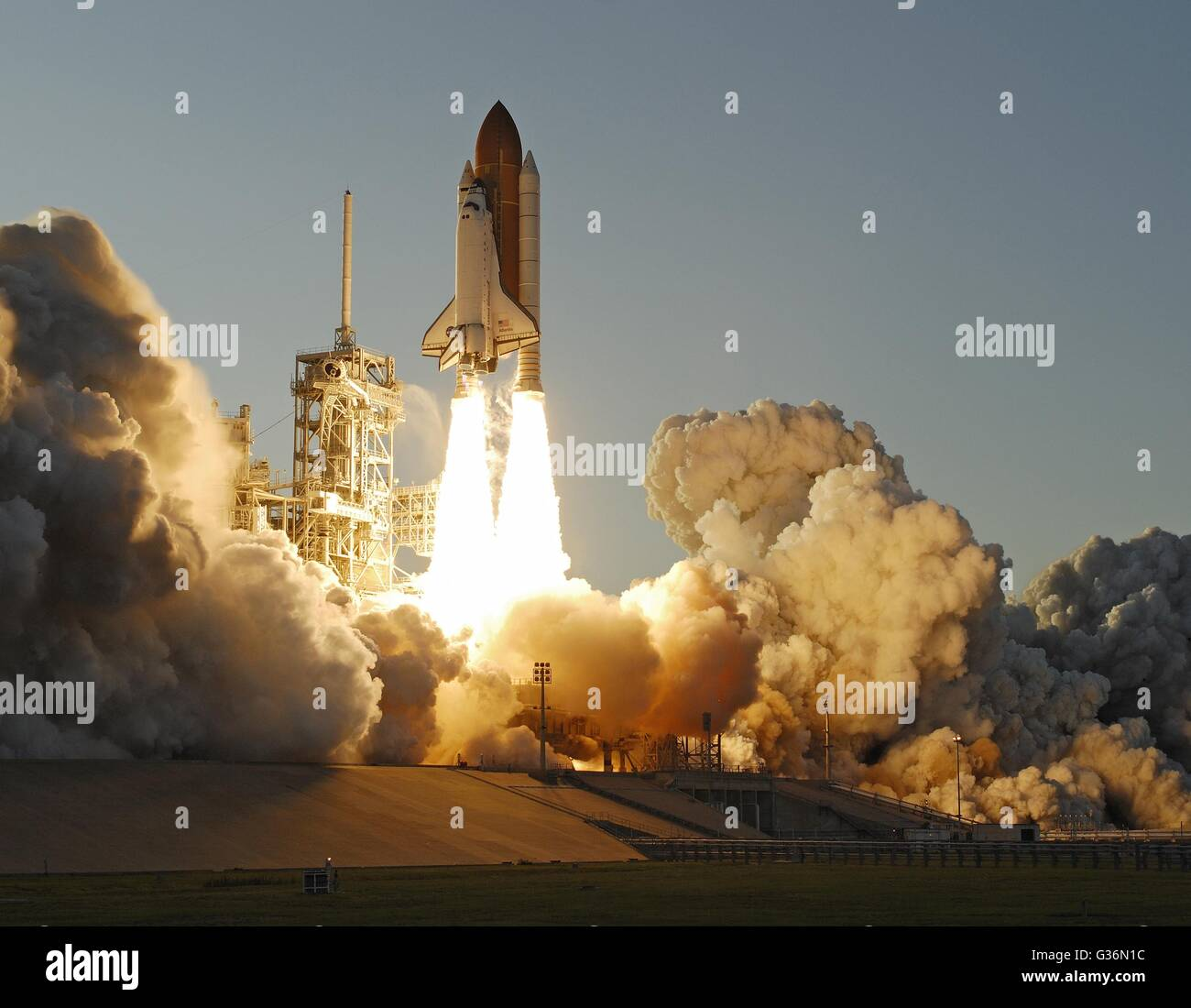 Space Shuttle Atlantis STS-117 mission lifts-off from the NASA's Kennedy Space Center June 8, 2007 in Cape Canaveral, - Stock Image