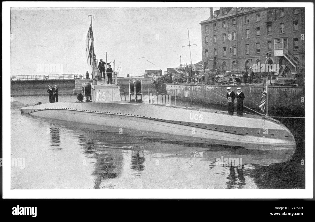 A captured German submarine  minelayer is on view in the  Thames, London.        Date: July-August 1916 - Stock Image