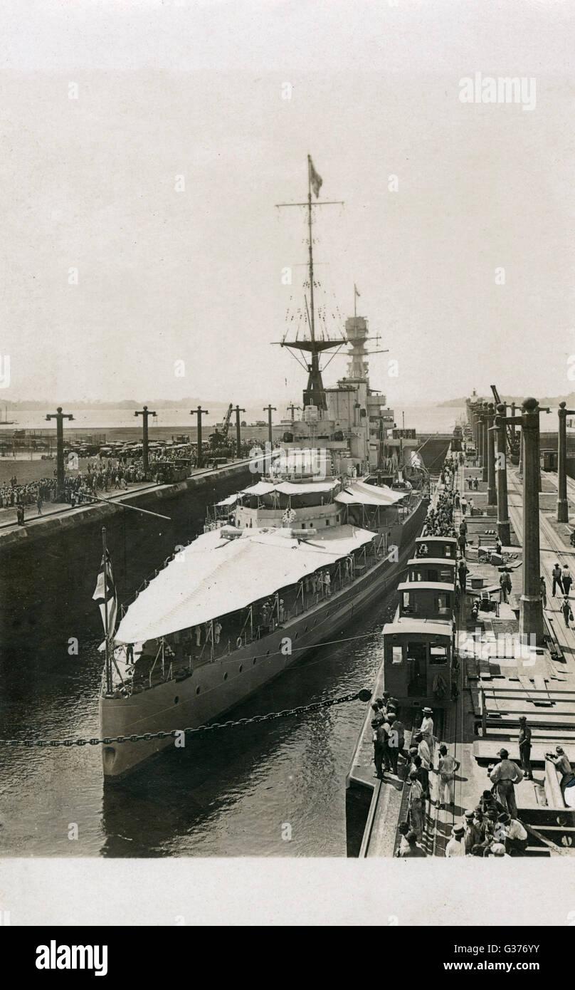 HMS Renown, battlecruiser in Gatun Lock on the Panama Canal     Date: C.1920 Stock Photo