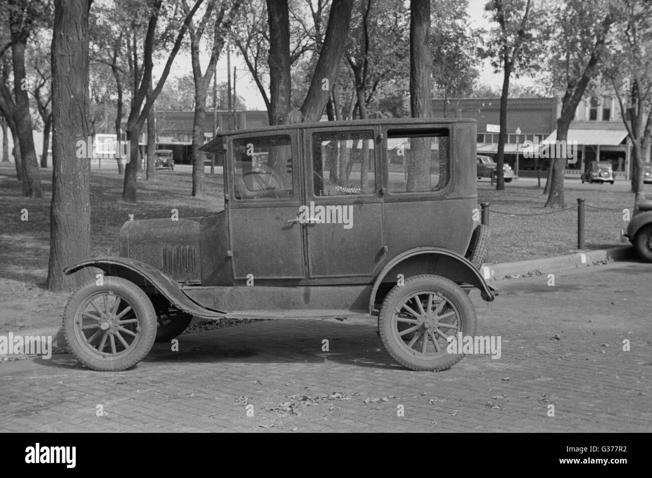 Car parked in front of county courthouse, Yates Center, Kansas. Date 1938 Oct. Stock Photo