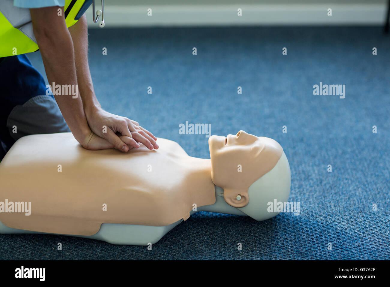 Female paramedic during cardiopulmonary resuscitation training - Stock Image