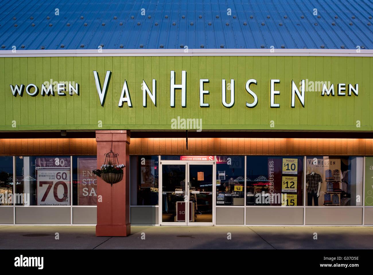 e240c8c9cd Van Heusen Stock Photos   Van Heusen Stock Images - Alamy