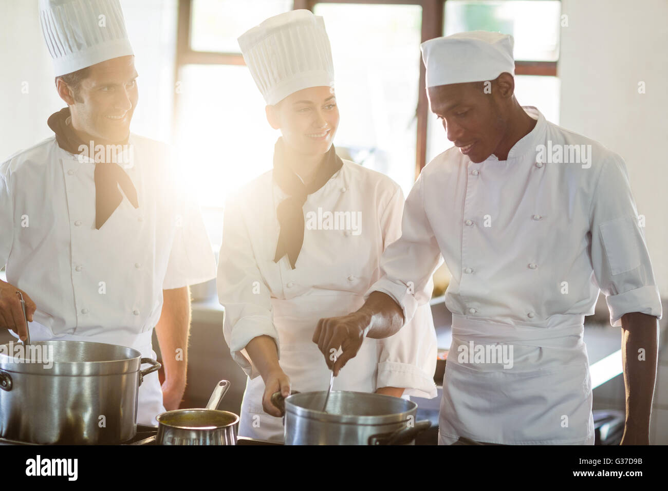 Head chef working together with her colleague - Stock Image