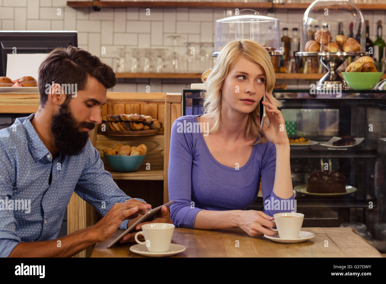Couple using smartphones with a phonecall - Stock Image