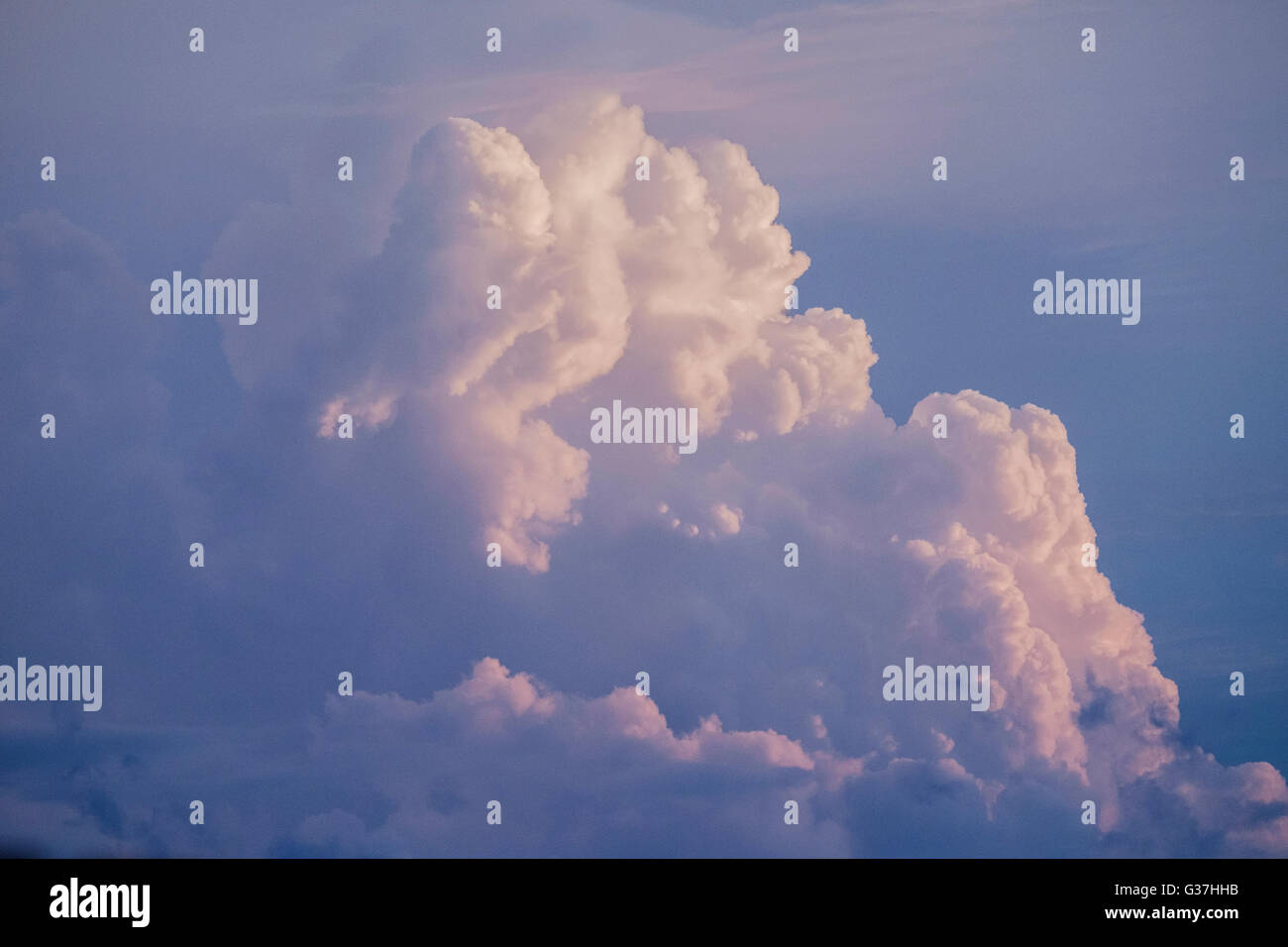 A towering Cumulus cloud in evening sky over Oklahoma City, Oklahoma, USA. - Stock Image