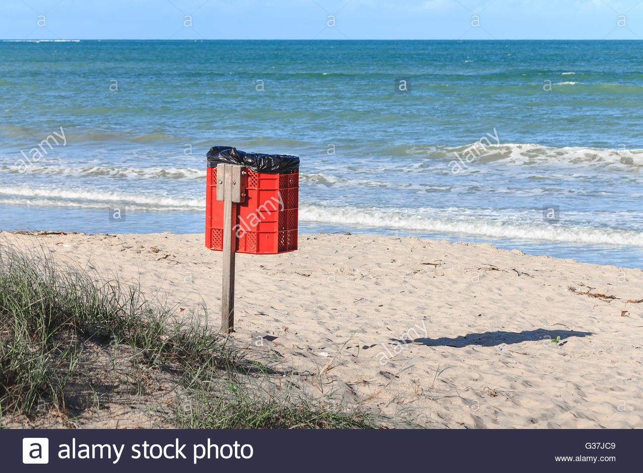 Trash can on the beach sunny day. Concept photo of a clean beach - Stock Image