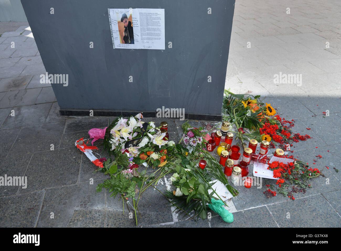 Gedenken, Karl-Liebknecht-Strasse, Alexanderplatz, Berlin, Deutschland - Stock Image