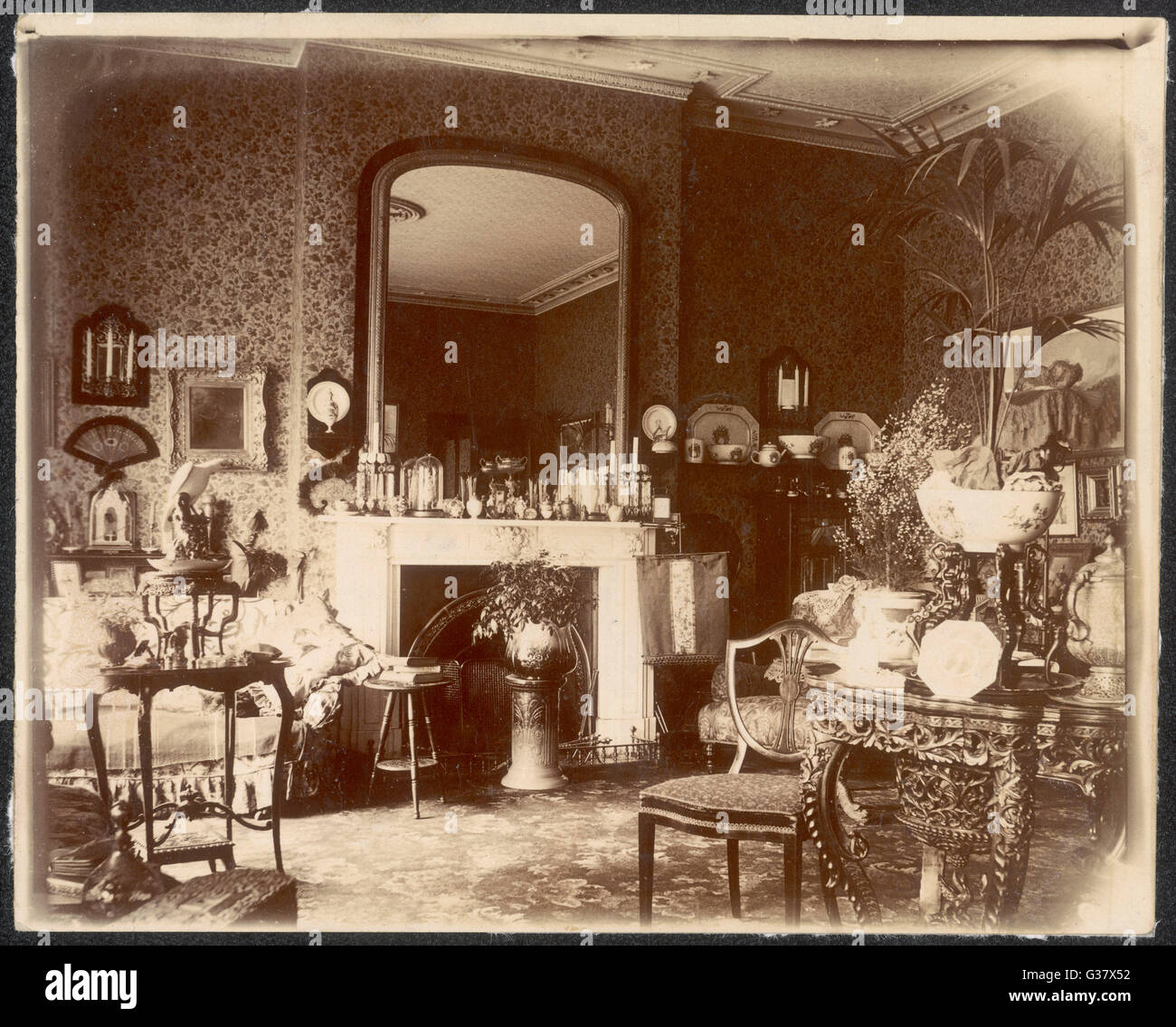 Victorian Sitting Rooms: Victorian 1900 Stock Photos & Victorian 1900 Stock Images