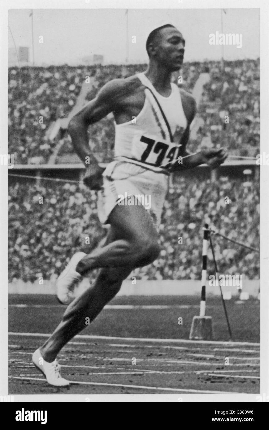 JESSE OWENS  Jesse Owens breaks the  100 metre record       Date: 1936 - Stock Image