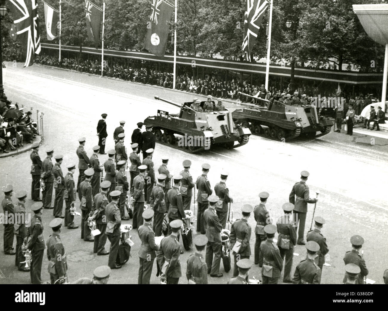 The Victory Parade : tanks  pass the Saluting Base        Date: 8 June 1946 - Stock Image