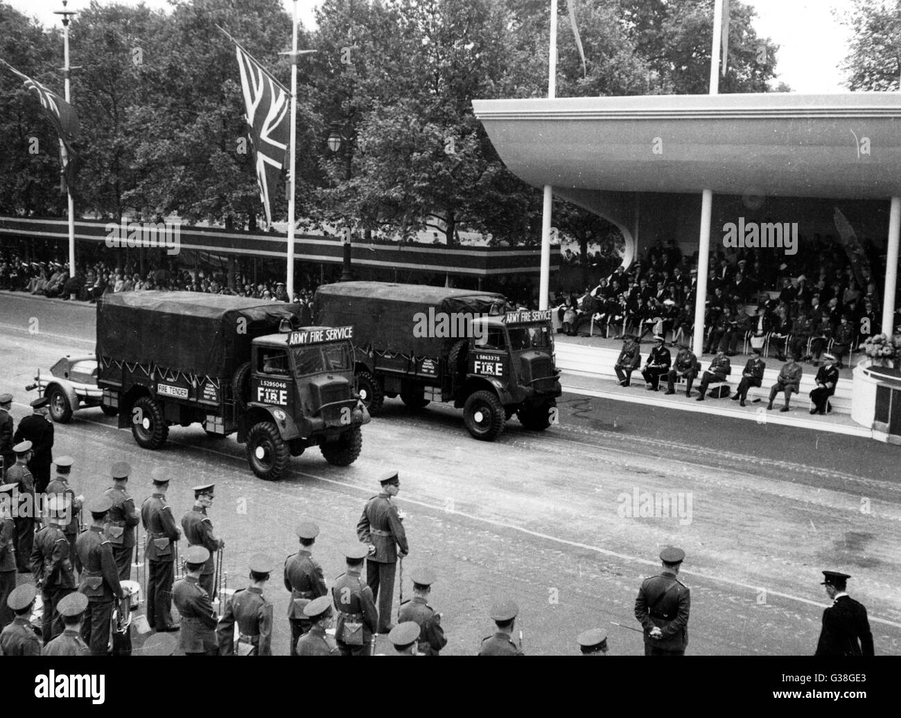 The Victory Parade : vehicles  of the Army Fire Service pass the Saluting Base.       Date: 8 June 1946 - Stock Image