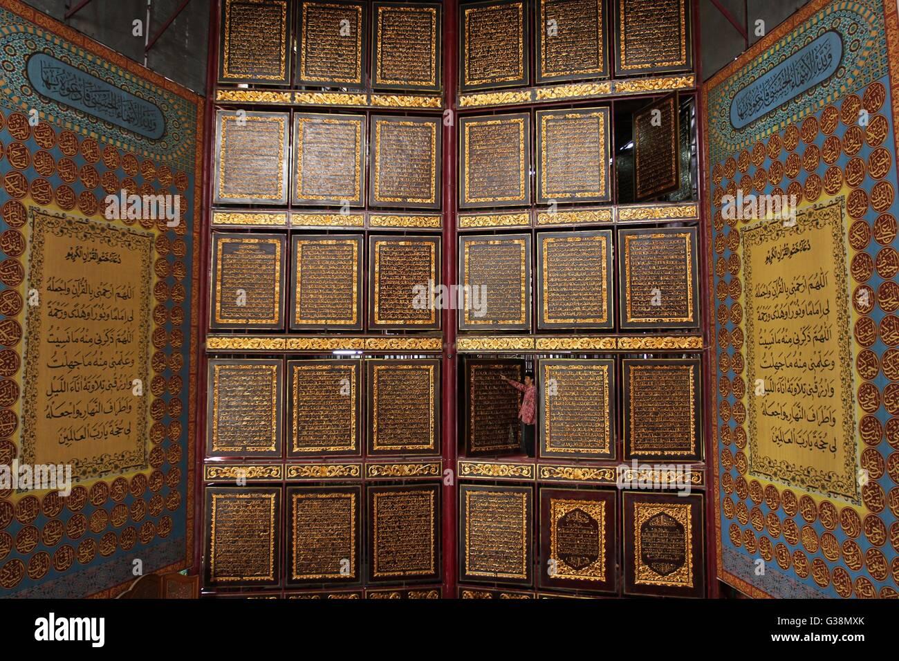 Palembang, Indonesia. 9th June, 2016. An official checks large wooden panels of the Koran in Palembang, Indonesia, - Stock Image