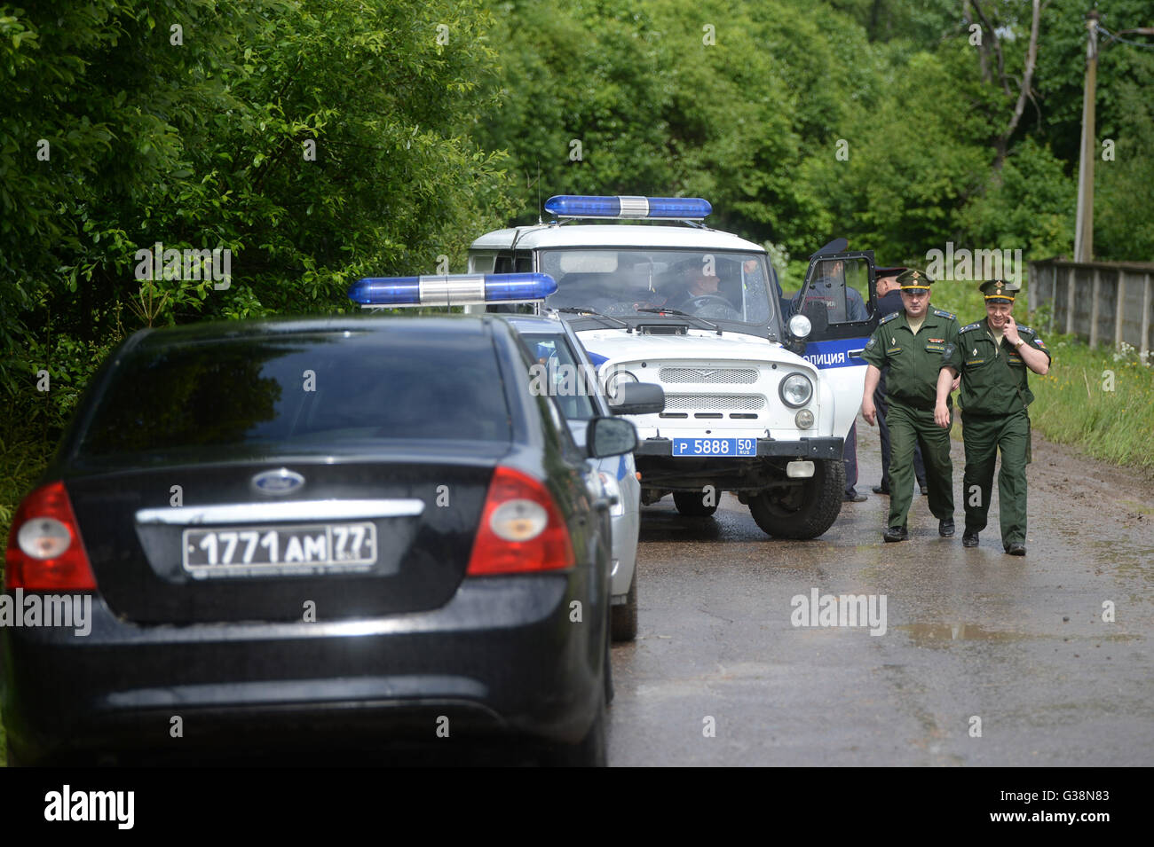 Moscow, Russia. 9th June, 2016. Police and military officers stand near the site of a military plane crash near Stock Photo