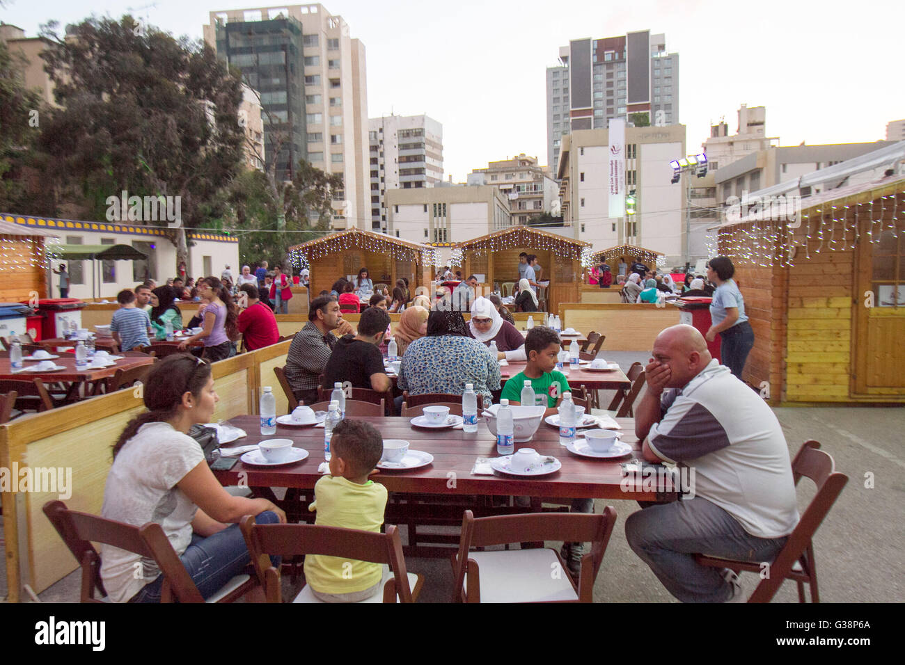 Beirut, Lebanon. 9th June, 2016. Devout Muslim families prepare to end their daily Ramadan fast at sunset for the - Stock Image