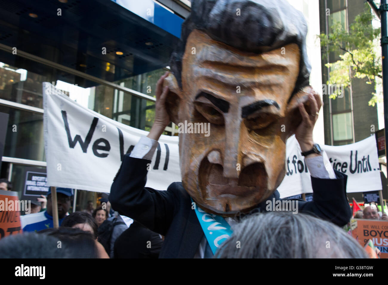 New York, USA. 9th June 2016. NY Governor Cuomo shown in effigy at protest at his office building. Pro-Palestinian - Stock Image