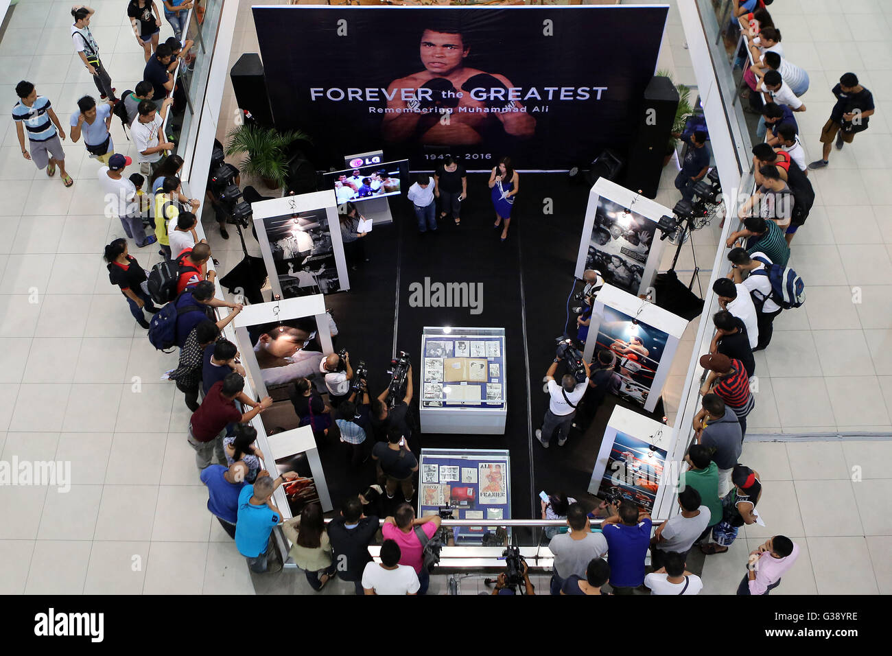 Quezon City, Arizona, USA. 3rd June, 2016. People attend the opening of an exhibit commemorating Muhammad Ali inside Stock Photo