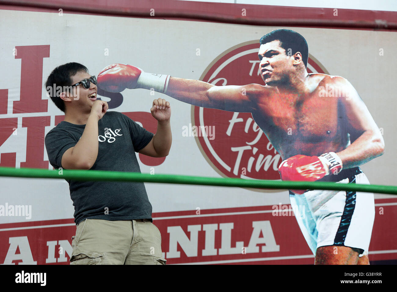 Quezon City, Arizona, USA. 3rd June, 2016. A man poses beside a life-size display of Muhammad Ali during an exhibit Stock Photo