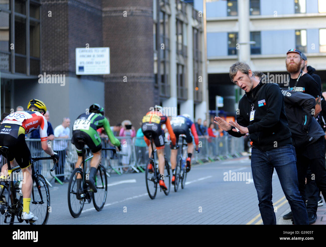 Portsmouth, Hampshire, UK, 9th June 2016. Pearl Izumi Tour Series Stage 10. Riders from the Madison - Genesis Team Stock Photo