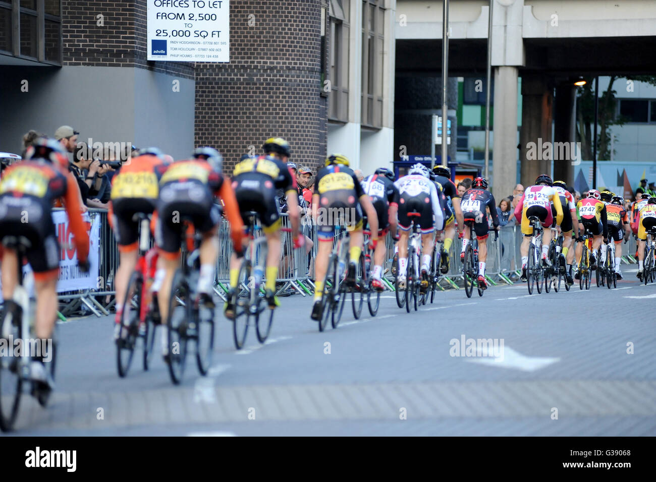 Portsmouth, Hampshire, UK, 9th June 2016. Pearl Izumi Tour Series Stage 10 evening street race through the centre Stock Photo