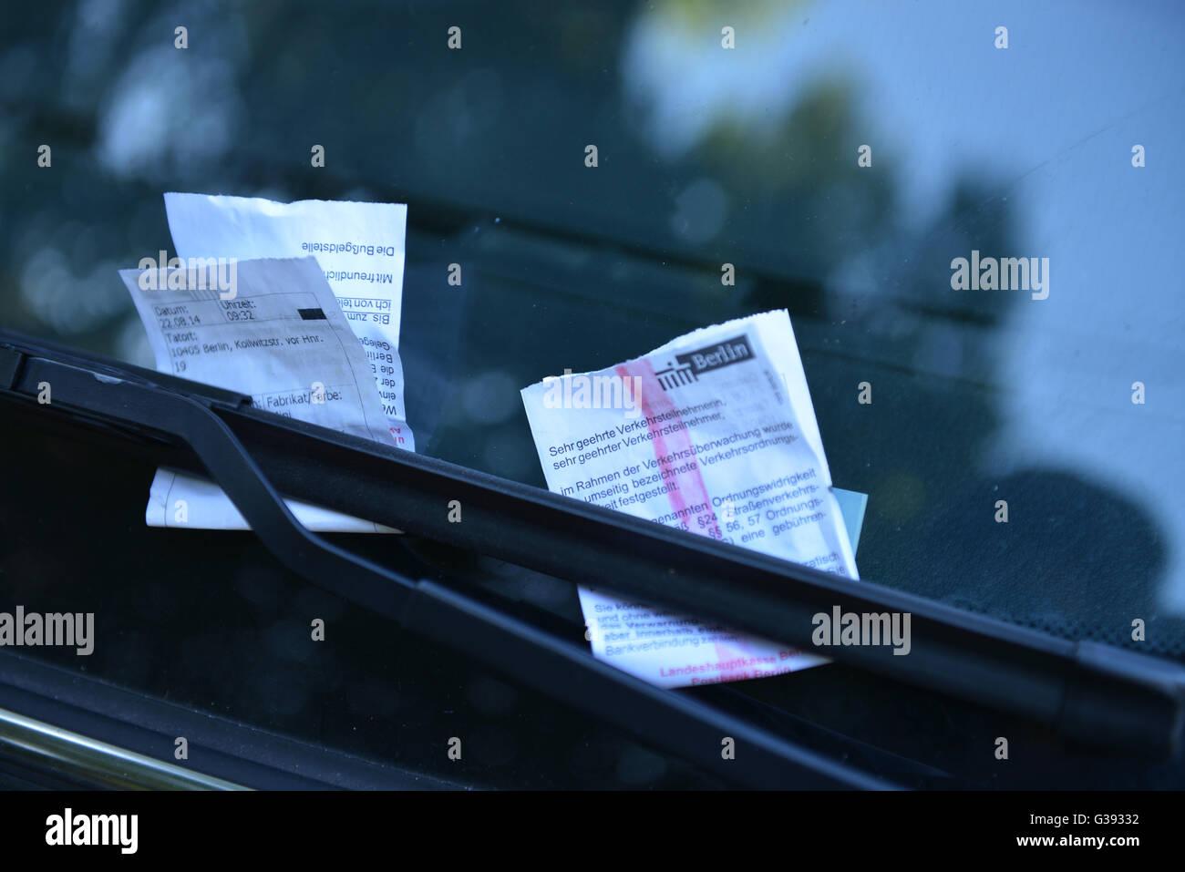 Strafzettel, Strafmandat, Knoellchen, Berlin, Deutschland / Knöllchen Stock Photo