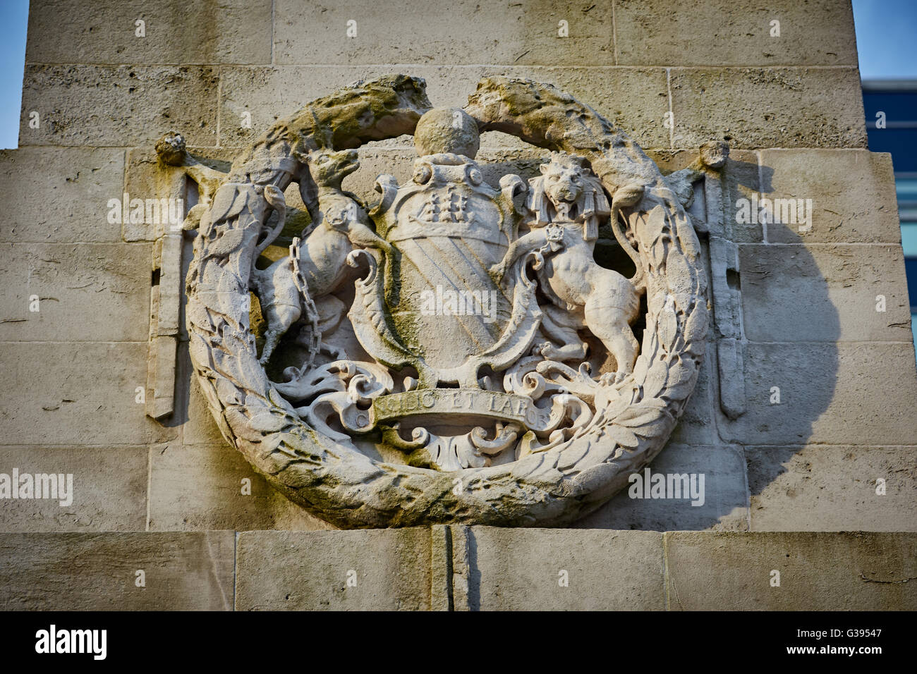 Manchester coat of arms stone Cenotaph  memorial monument nautical outdoors places remembrance remembering never - Stock Image