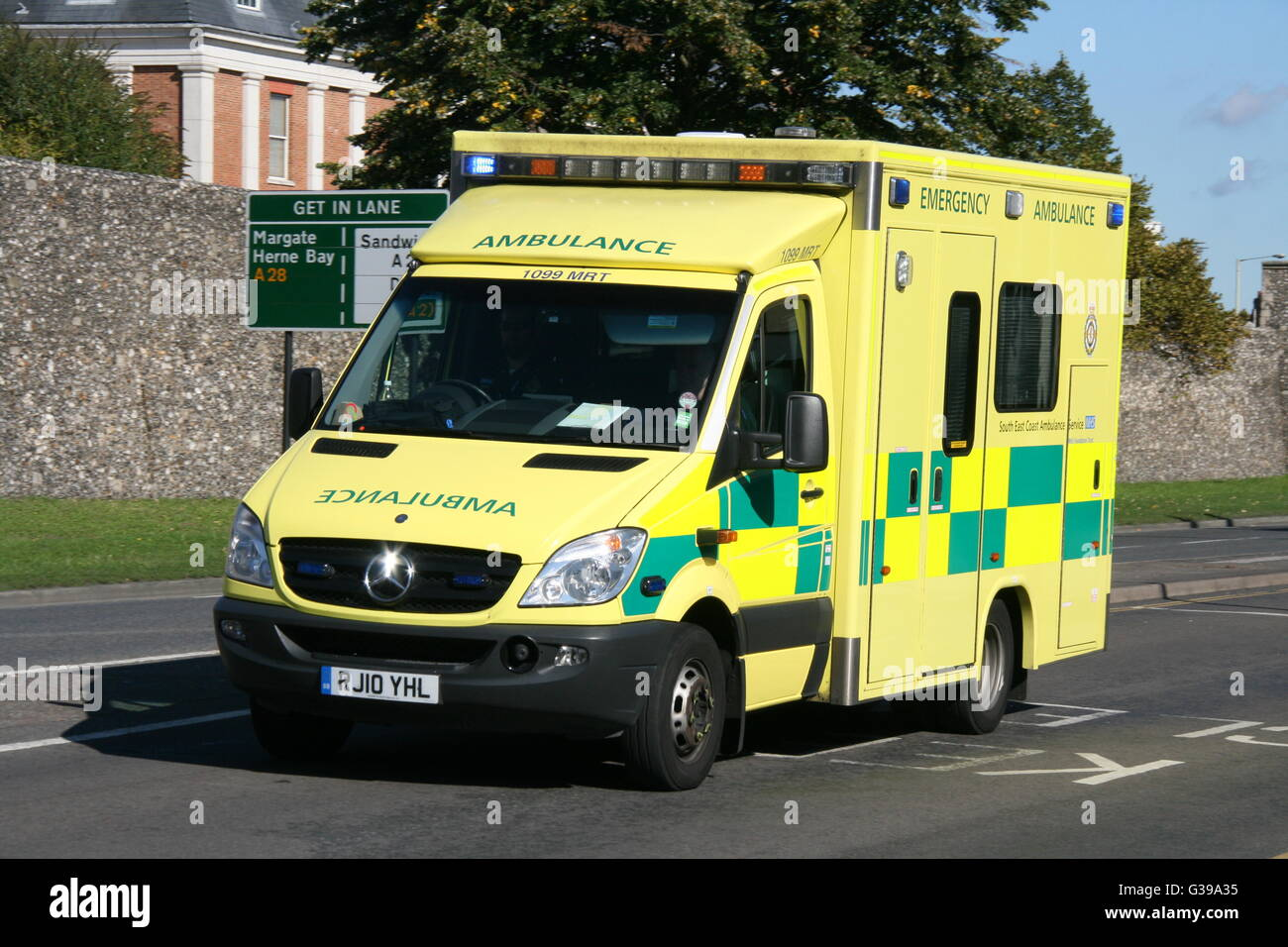 SOUTH EAST COAST AMBULANCE SERVICE MERCEDES AMBULANCE IN CANTERBURY ON AN EMERGENCY CALL WITH BLUE LIGHTS FLASHING - Stock Image