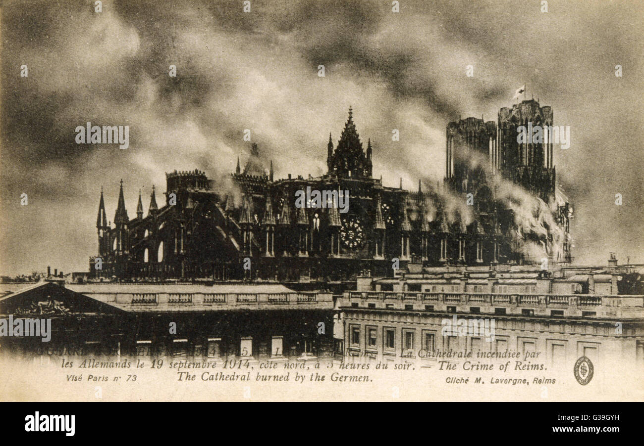 Reims Cathedral is set on fire  by the Germans         Date: 19 September 1914 - Stock Image