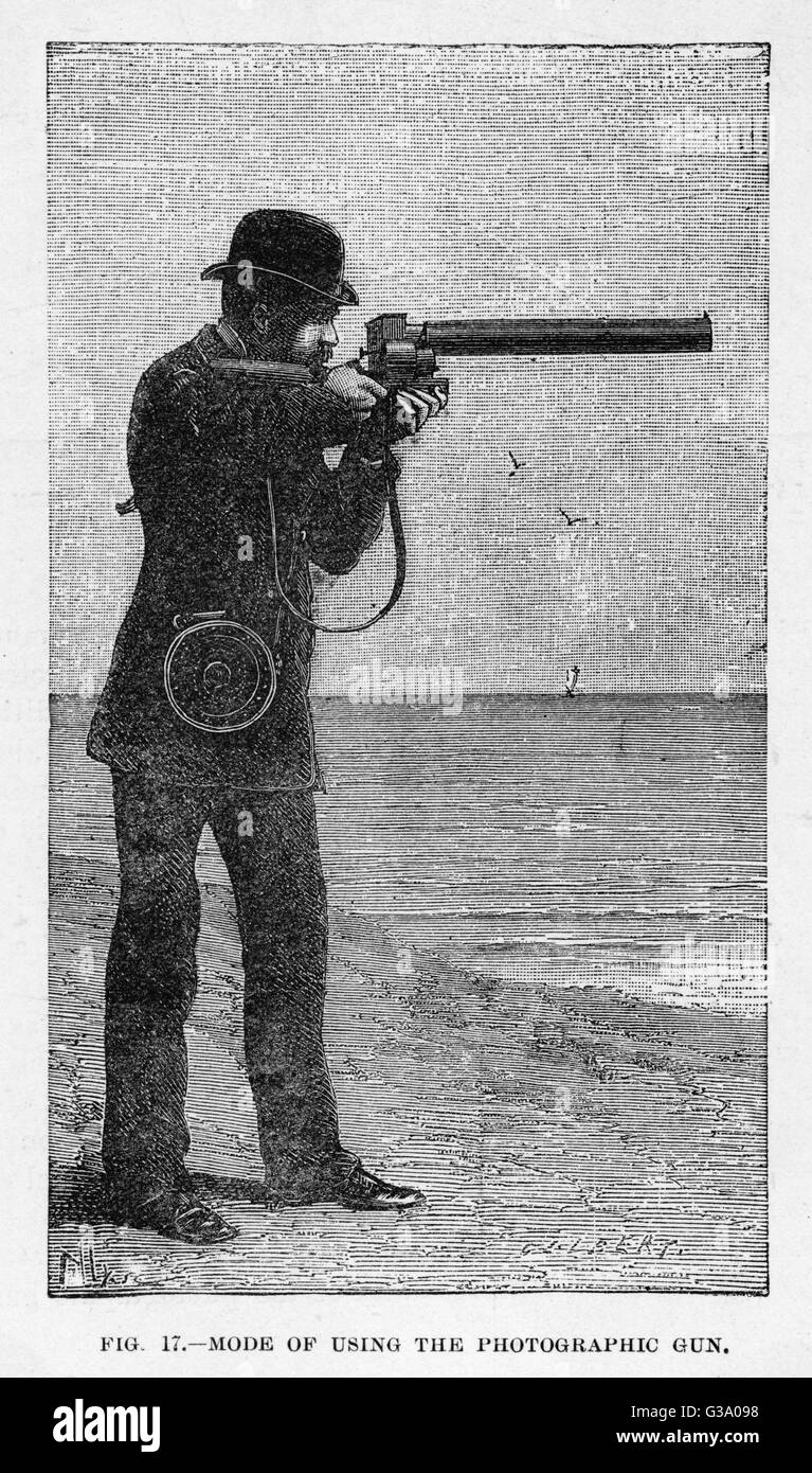 MAREY'S PHOTOGRAPHIC GUN in use         Date: 1882 - Stock Image