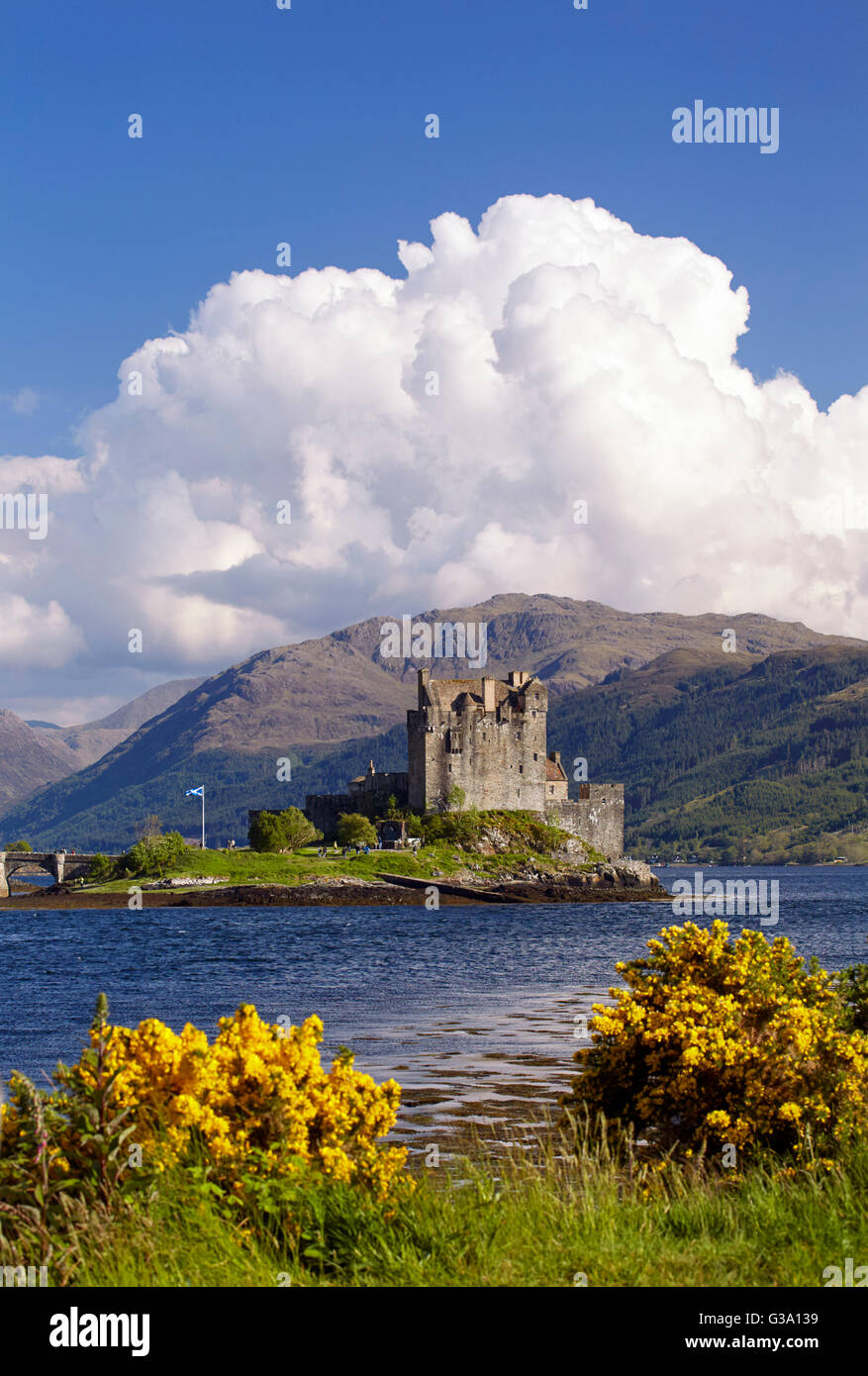Eilean Donan Castle at the conjuction of Loch Duich, Loch Alsh and Loch Long.  Dornie, Ross and Cromarty, Scotland. - Stock Image