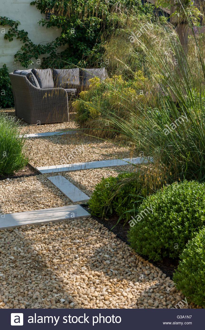 modern contemporary walled garden - Stock Image & Contemporary Garden Buxus Modern Stock Photos \u0026 Contemporary Garden ...