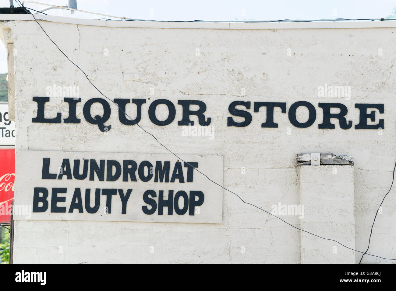 Combination liquor store, laundromat and beauty shop in the small town of Huntington, Oregon. - Stock Image