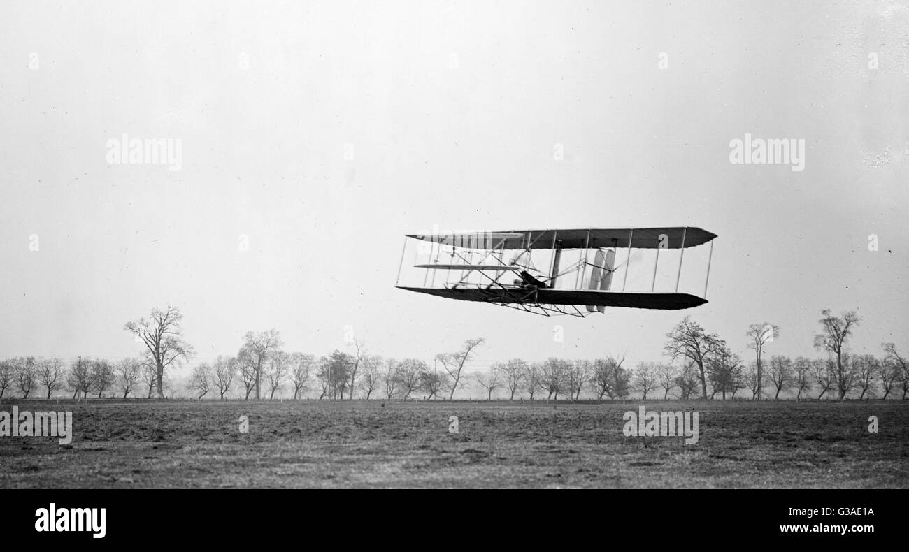 Flight 85: Orville in flight over treetops, covering a distance of approximately 1,760 feet in 40 1/5 seconds; Huffman - Stock Image