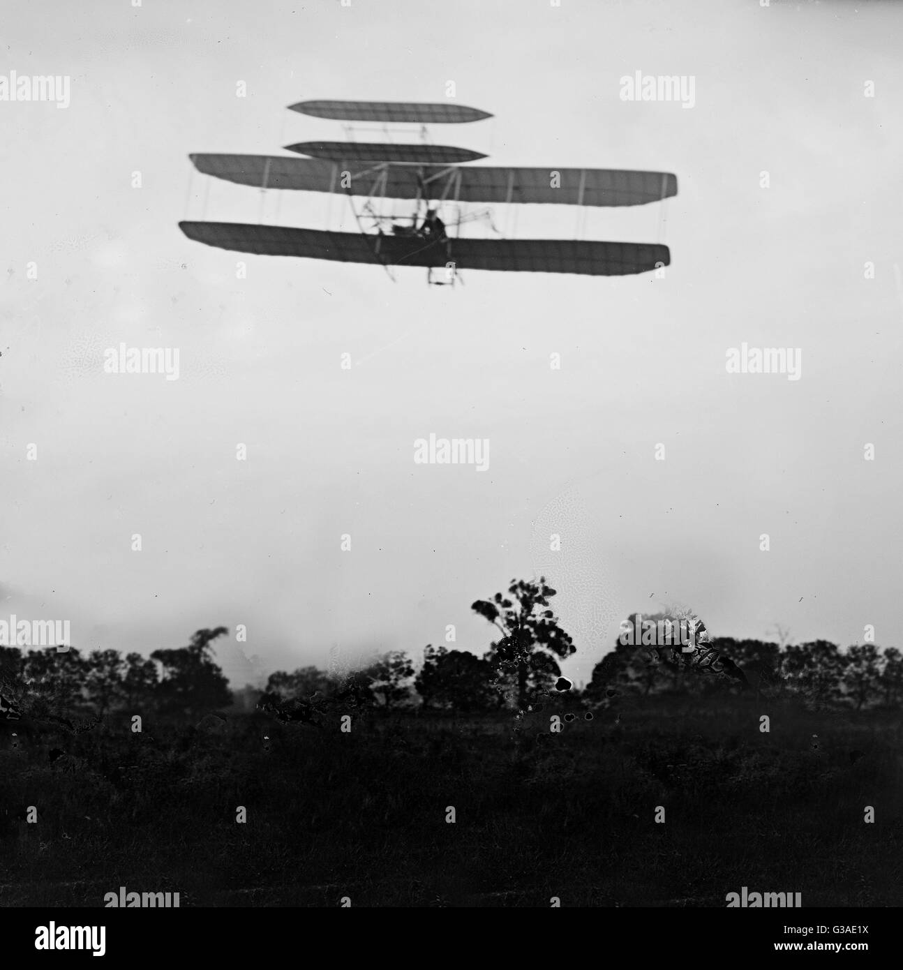 Flight 41: Orville flying to the left at a height of about 60 feet; Huffman Prairie, Dayton, Ohio. Date 1905 Sept. - Stock Image