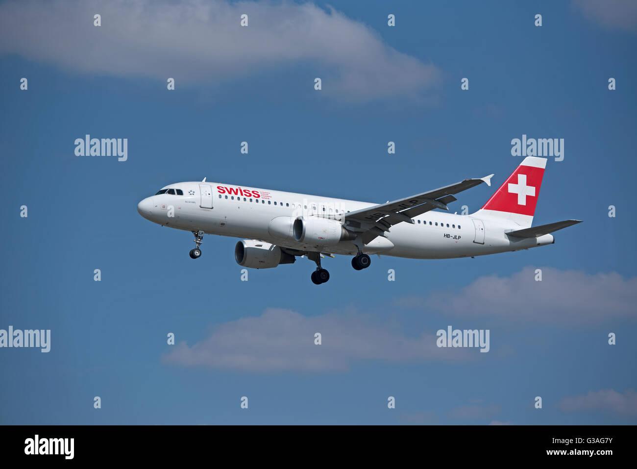Arriving at Heathrow Swiss Air Airbus 320-214 (Allschweil) HB-JLP. SCO 10,407 Stock Photo
